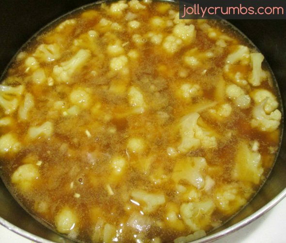 Creamy Cauliflower Soup | jollycrumbs.com