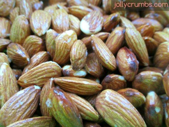 Cinnamon Sugar Candied Nuts | jollycrumbs.com