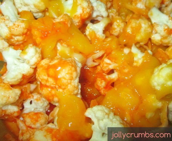 Crock Pot Cheesy Buffalo Cauliflower | jollycrumbs.com