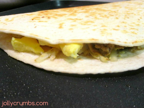 Breakfast Quesadillas | jollycrumbs.com