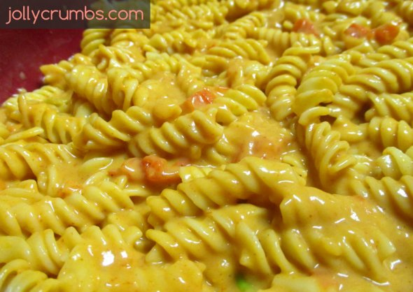 Cheesy Enchilada Pasta | jollycrumbs.com
