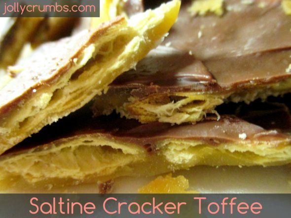 Saltine Cracker Toffee | jollycrumbs.com