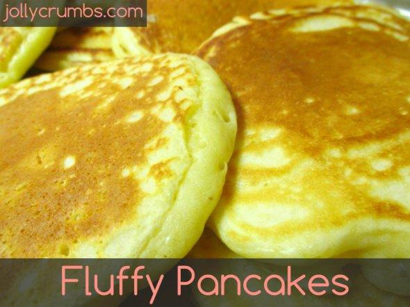 Fluffy Pancakes | jollycrumbs.com