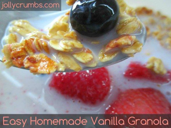 Easy Homemade Vanilla Granola | jollycrumbs.com