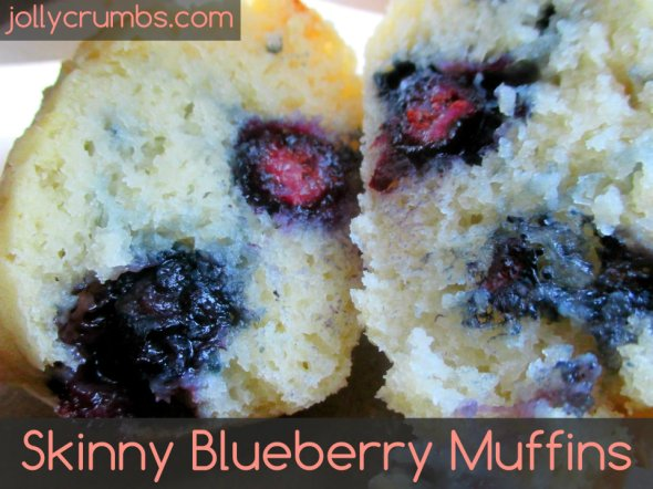 Skinny Blueberry Muffins | jollycrumbs.com