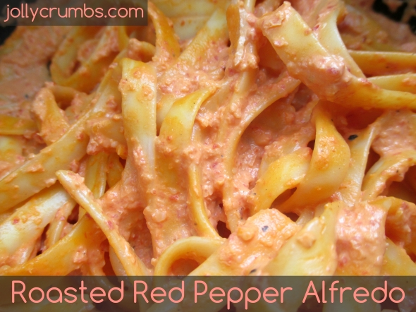 Roasted Red Pepper Alfredo | jollycrumbs.com