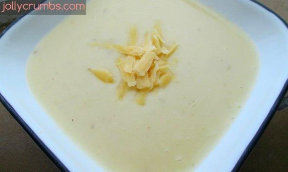 Roasted Garlic Potato Soup | jollycrumbs.com