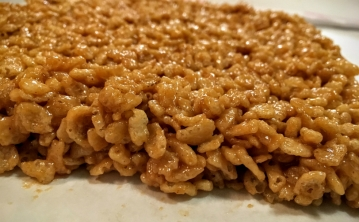 Peanut Butter Rice Krispie Treats @ jollycrumbs.com